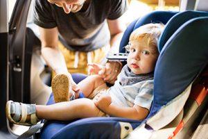 la seguridad de los bebés en el coche