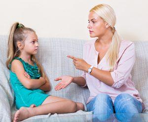 niñera-educando-niña